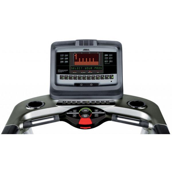 BH Fitness Magna Pro futópad kijelzője beépített hangszóró MP3-kapcsolat segítségével és különböző programok segítségével teszi szórakoztatóvá futást.