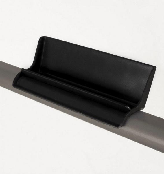 Az Everfit TFK 135 Slim Pure Bronze futópad modell tablet és okostelefontartóval is rendelkezik.