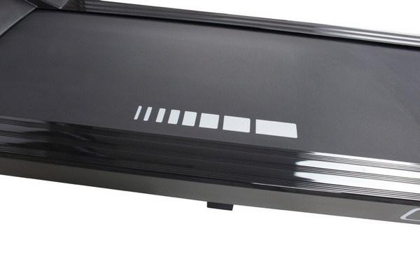Az Everfit TFK 200 futópad 1,6 mm vastagságú szőnyeggel van bevonva.