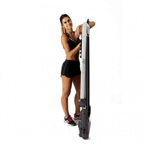 A Everfit TFK 135 Slim  futópad mozgatása a szállítógörgőknek köszönhetően könnyű és egyszerű.