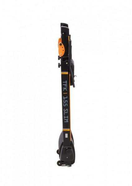 Zárt állapotában, felállítva, az Everfit TFK 155 SLIM futópad könnyedén elhelyezhet a fal mellett egy biztonságos sarokban.