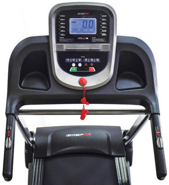 Az Everfit TFK 350 futópad kijelzője a legfontosabb edzésadatokat - a sebesség, a megtett távolság, az eltelt idő, a pulzus, az aktuálisan futó program és az elégetett kalória - mutatja.