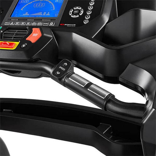 A Bowflex BXT128 futópad a kapaszkodókarokba integrált pulzusmérővel rendelkezik.