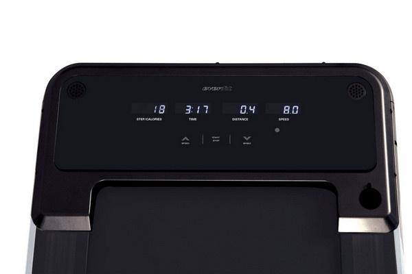Az Everfit TFK 135 Slim futópad LCD kijelzővel rendelkezik, melyen nyomon követhetőek az edzésadatok.