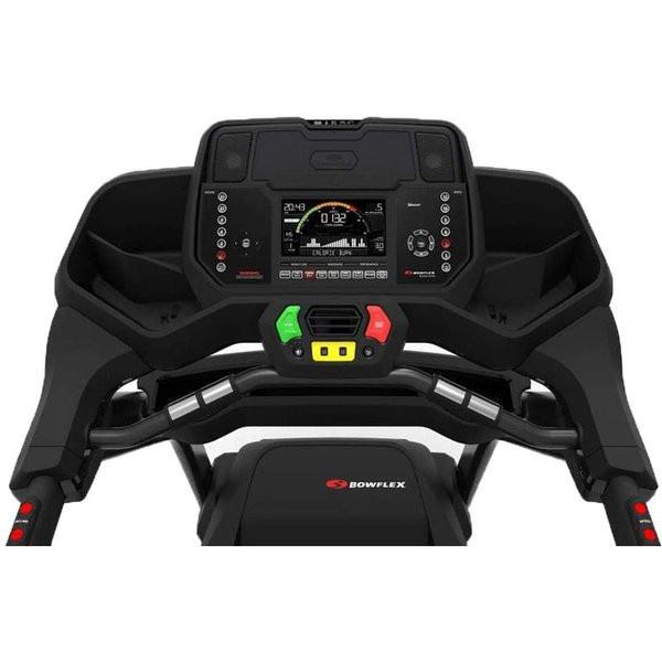 A Bowflex BXT226 futópad LCD kijelzője az edzés hatékonyságát támogató funkciókkal van ellátva.