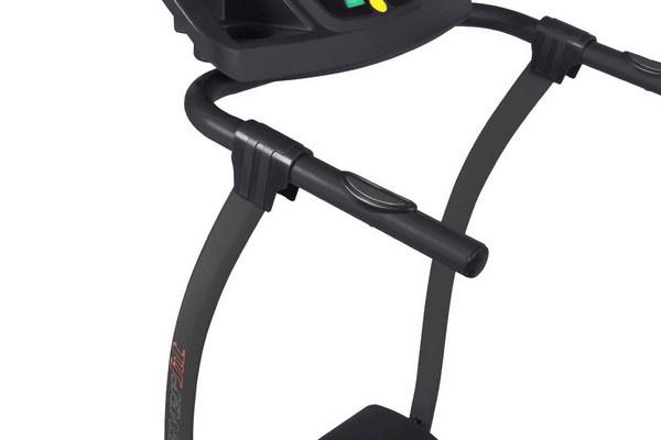 Az Everfit TFK 130 futópad a kapaszkodókarokba épített pulzusmérővel is támogatja a kardioedzések hatékonyságát.