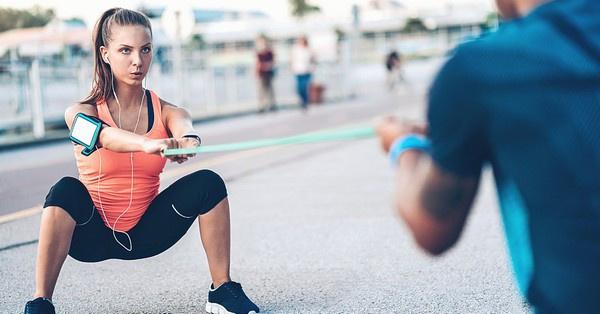 A cross training erősen javasolt az ülő munkát végzőknek, hiszen kifejezett figyelmet fordít a core izomzat edzésére, ami támasztékot ad a gerincoszlopnak.