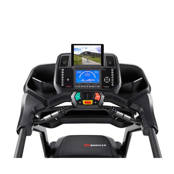A Bowflex BXT128 futópad kijelzője Bluetooth csatlakozásra képes.