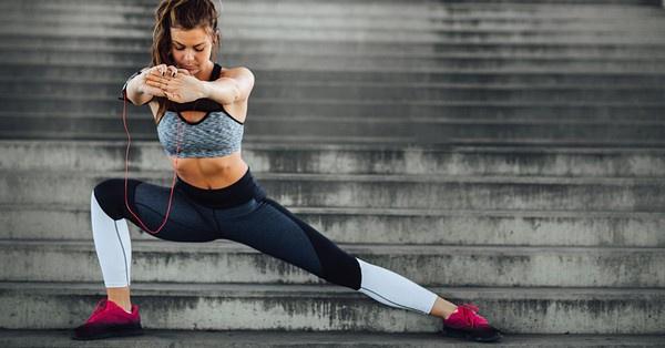 A nyújtás a bemelegítéssel együtt a sport elemi része, támogatja az izmokat az aktív munka után a nyugalmi állapot elérésében, csökkenti a görcskészséget.