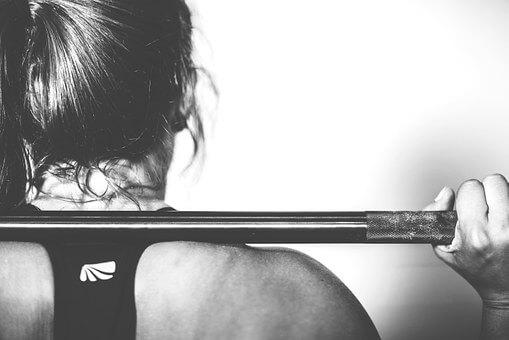 Szabad súlyok és edzőgépek közötti különbségek